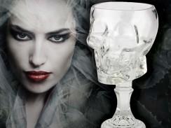 Totenkopfbecher aus Glas