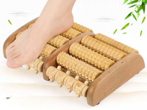 Fußmassageroller aus Holz