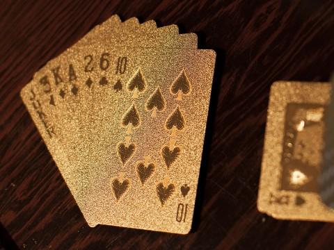 Jeu de cartes dorées